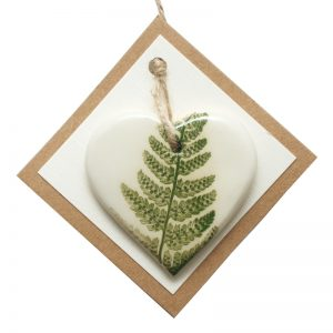 Pressed leaf small heart green-2